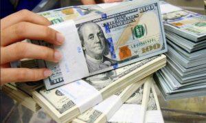 Dolar Turun Imbas China Naikan Tarif Barang AS